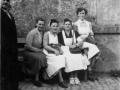Mitglieder-DRK-Ortsgruppe-Siersleben-Dorfplatz Bushaltestelle Hettstedt-05.1-ca.1953